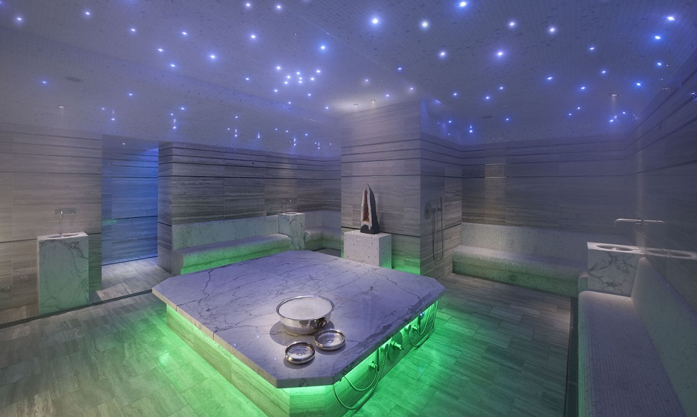 le hammam apr s le sport piscines et jacuzzi. Black Bedroom Furniture Sets. Home Design Ideas