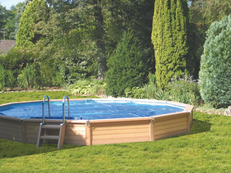 Comment installer et am nager une piscine semi enterr e en - Piscine en bois semi enterree ...